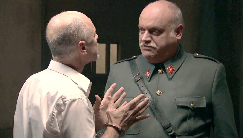 Petrov y Tomás en el calabozo