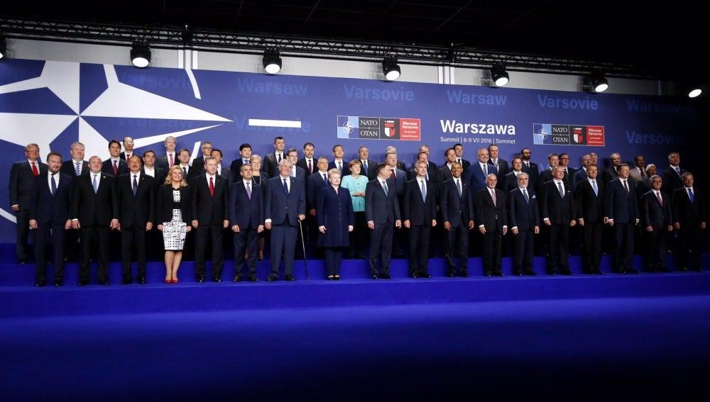 Foto de familia de la reunión de jefes de Estado y de Gobierno de la OTAN