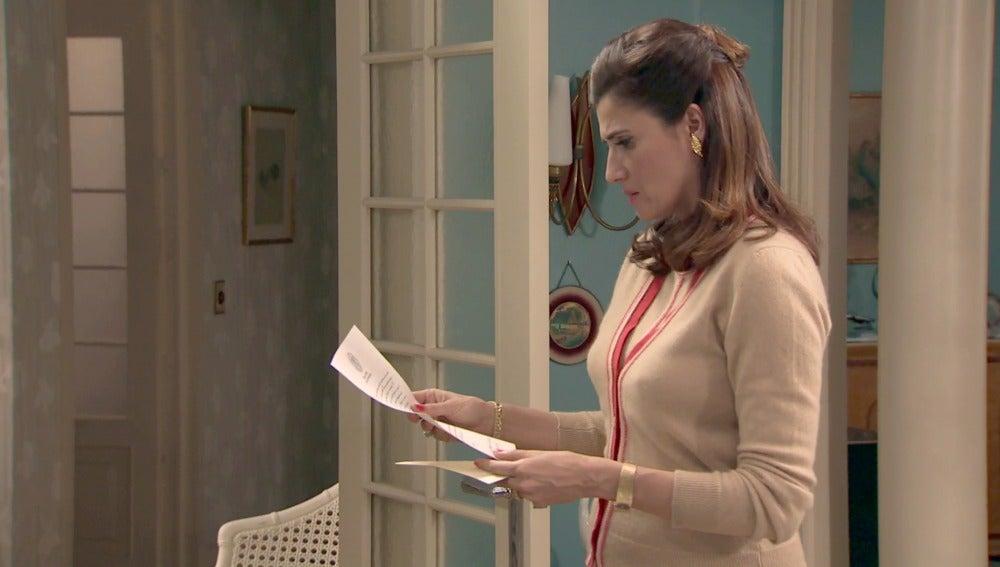 Adela recibe carta
