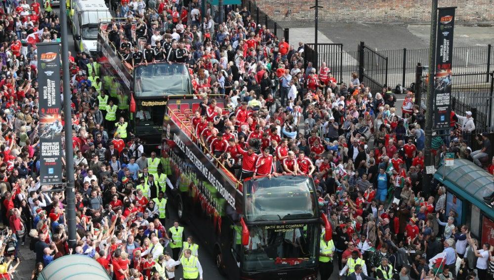 Recibimiento a lo grande en Cardiff para Gales