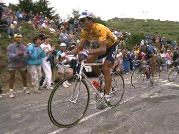Indurain disputando una etapa del Tour