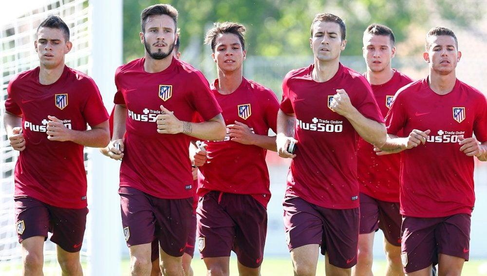 Los jugadores del Atlético se entrenan
