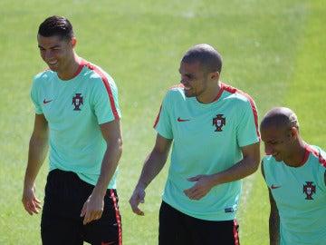 Pepe se divierte junto a Cristiano en el entrenamiento de Portugal