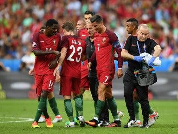 Cristiano Ronaldo se retira entre lágrimas de la final de la Eurocopa