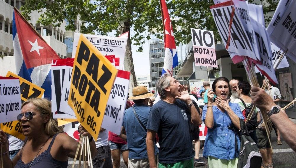 Concentración frente a la embajada de Estados Unidos en Madrid