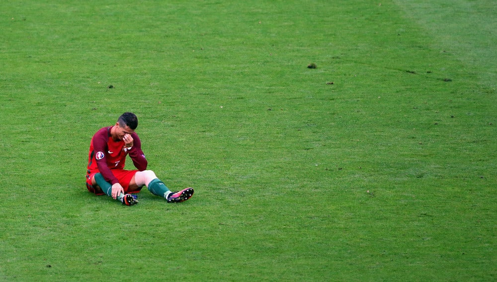 Cristiano no pudo contener las lágrimas al no poder continuar en la final
