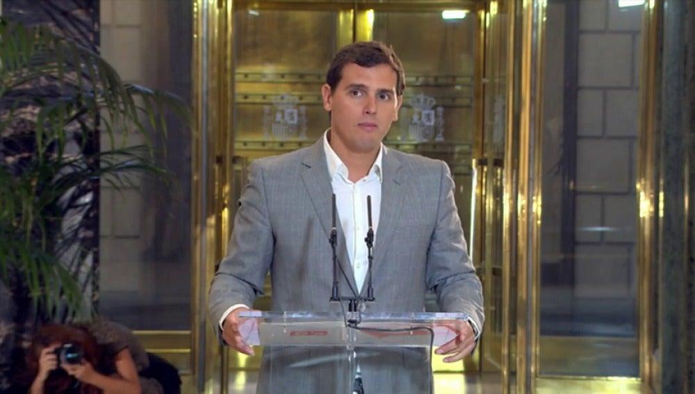 """Frame 7.160572 de: Albert Rivera: """"No vamos a apoyar el Gobierno de Rajoy, estaremos en la oposición constructiva"""""""
