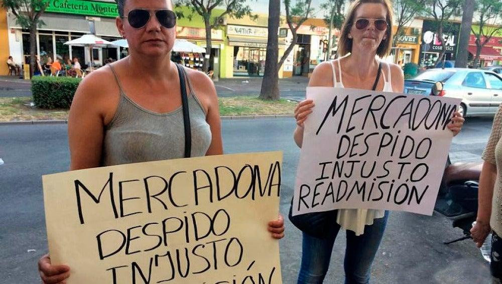 Las dos madres denuncian un despido injusto y solicitan su readmisión.