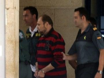 El sospechoso a su llegada a los juzgados de San Bartolome de Tirjana