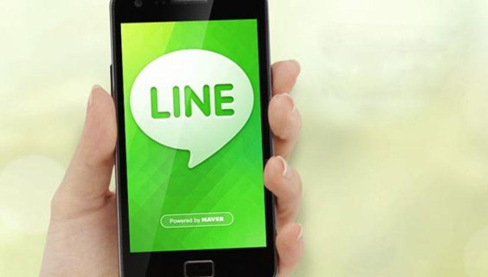 Un smartphone con la imagen corporativa de Line.