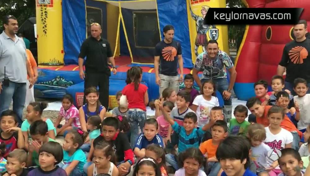 un grupo de niños en Costa Rica
