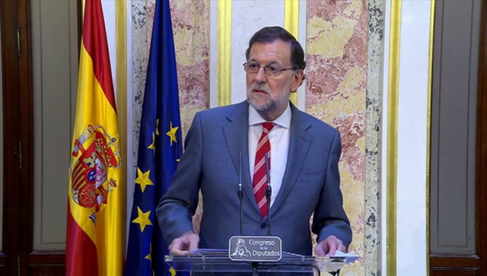 Frame 106.397916 de: Rajoy insiste en su idea de que quiere gobernar en su reunión con Sánchez
