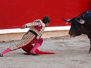 El diestro Julián López 'El Juli' se planta ante el primero de su lote