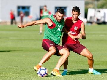 Borja Bastón, durante el entrenamiento del Atlético de Madrid