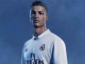 Cristiano, protagonista en la nueva equipación del Madrid