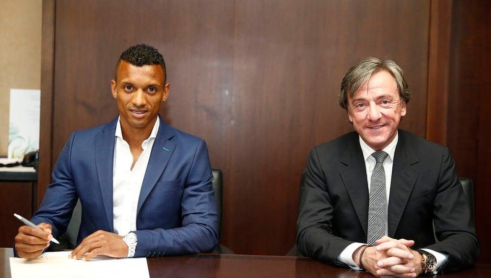 Nani firma su contrato como nuevo jugador del Valencia