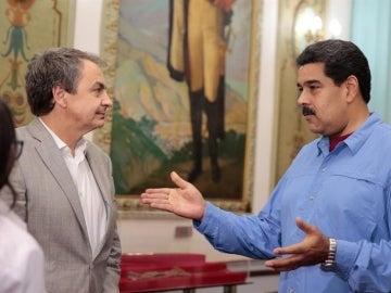 El expresidente del Gobierno, José Luis Rodríguez Zapatero, y el presidente de Venezuela, Nicolás Maduro
