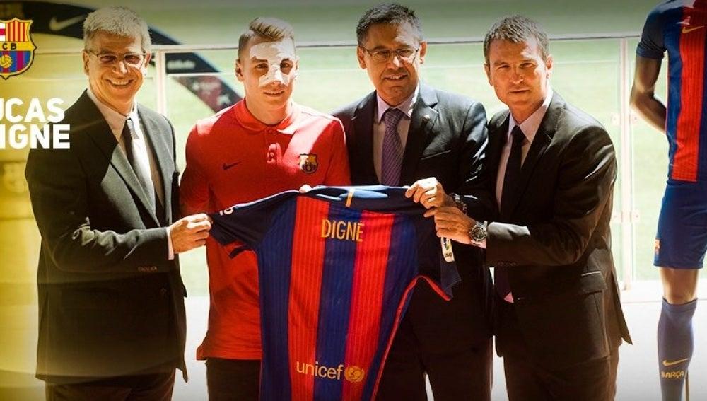 Digne, presentado como jugador del Barça