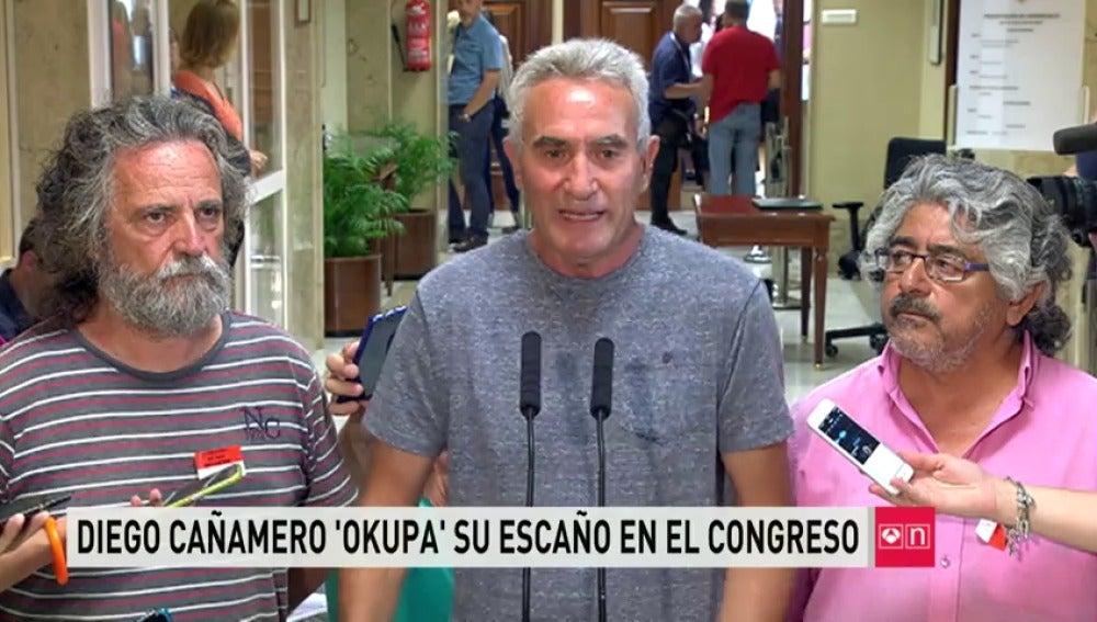 Frame 28.011473 de: Cañamero dice que equiparará su sueldo al de un jornalero y donará el resto
