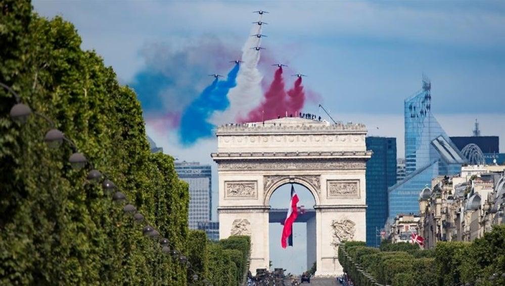 Vista del desfile celebrado con motivo del Día de la Bastilla