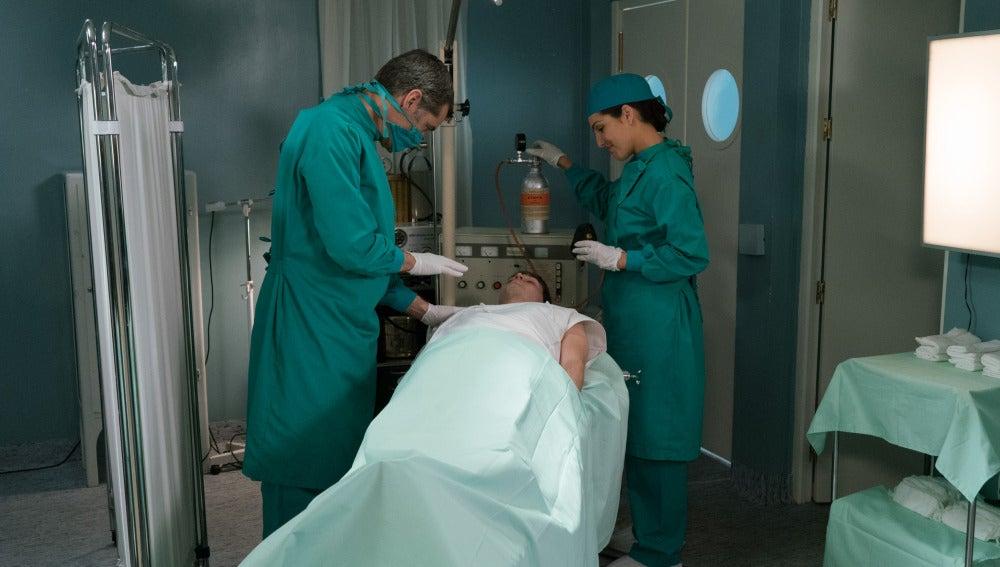 Eugenio y Aitana en una operación