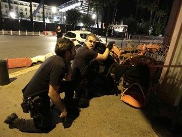 Agentes de policía en Niza