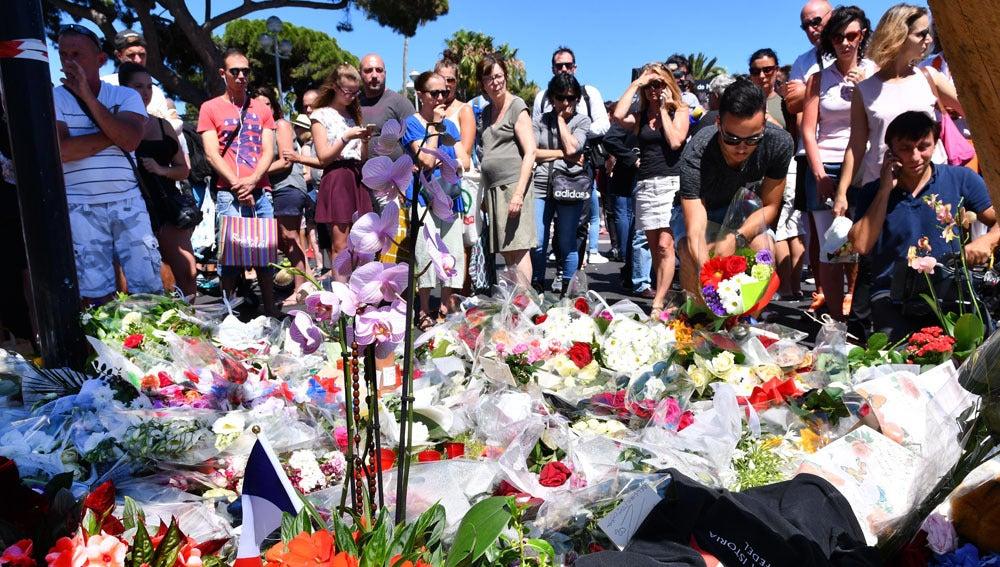Recuerdo a las víctimas en Niza