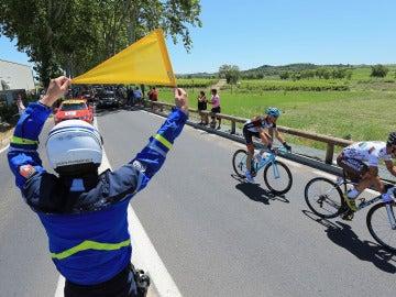 Un agente de seguridad, durante el Tour de Francia de 2013
