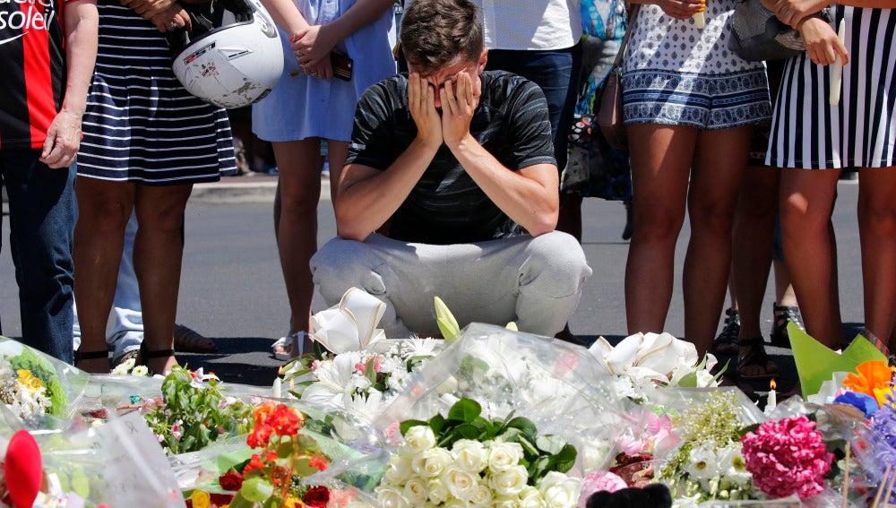 Homenaje a las víctimas de Niza