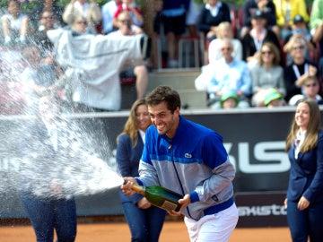 Albert Ramos celebra su victoria en Bastad