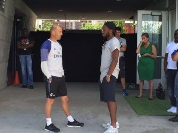 Drogba hablando con Zidane
