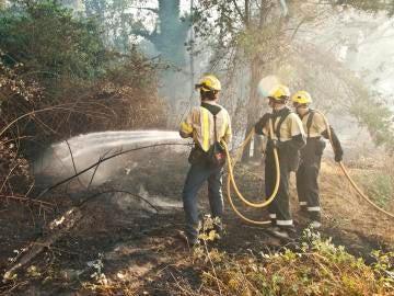 Trabajan en la extinción del incendio declarado en Girona