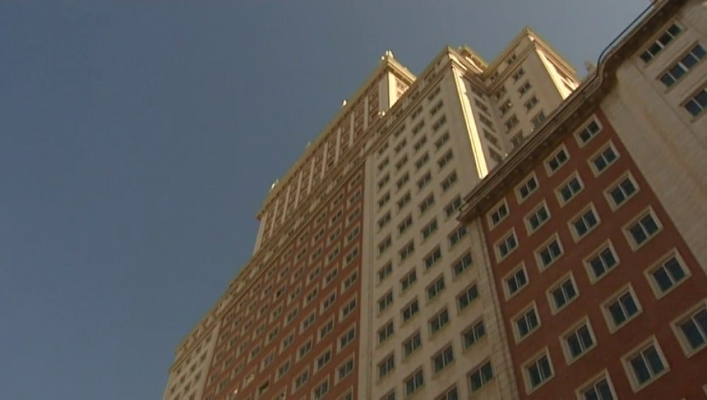 Frame 3.374142 de: Un empresario murciano compra el edificio España al grupo Wanda