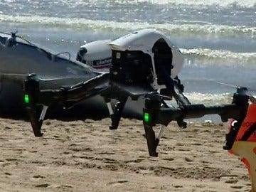 Frame 1.688915 de: Tarragona reforzará la seguridad de sus playas con un dron