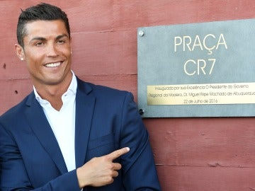 Cristiano Ronaldo inaugura su primer hotel en su tierra natal