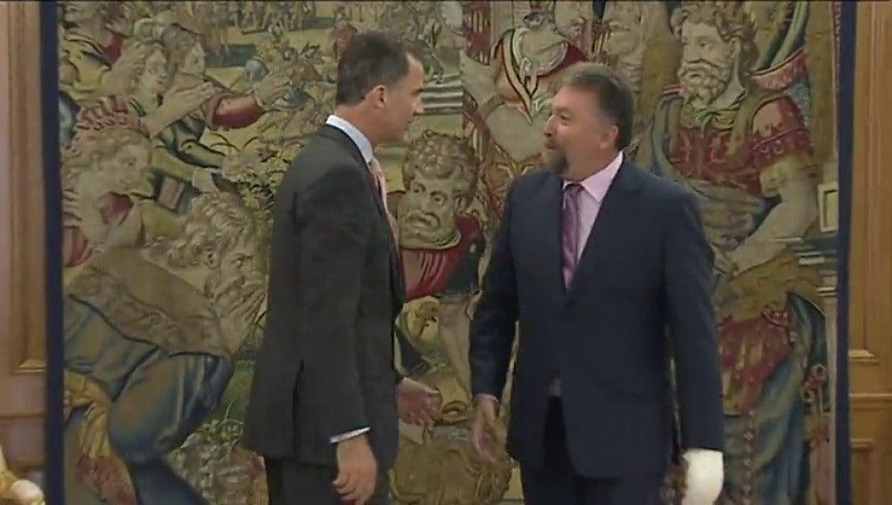 Frame 7.683206 de: El Rey recibe a Isidro Martínez Oblanca, diputado de Foro Asturias