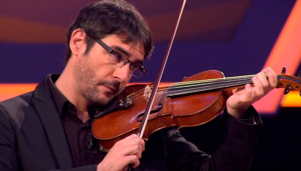 Juanra Bonet toca el violín en '¡Boom!'