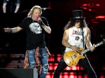 Guns N' Roses durante uno de sus conciertos