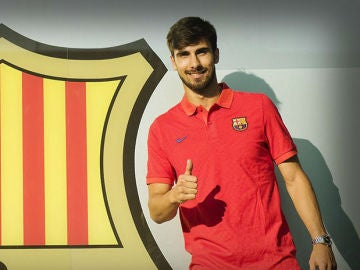 André Gomes posa en 'Can Barça'