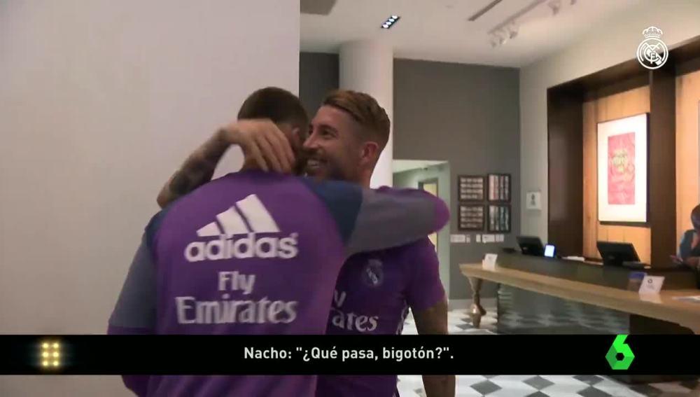 Ramos y Nacho se abrazan en la pretemporada del Madrid