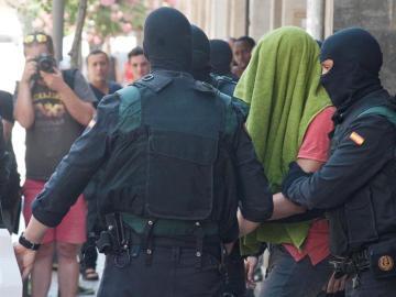Detenidos dos hermanos en Girona acusados de financiar al Daesh