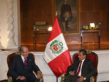 Don Juan Carlos en su encuentro con Ollanta Humala, presidente saliente de Perú