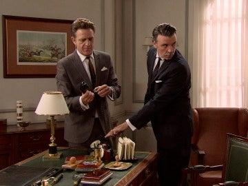 Tomás y Víctor encuentran micrófono