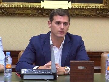 Albert Rivera se dirige a Mariano Rajoy y Pedro Sánchez