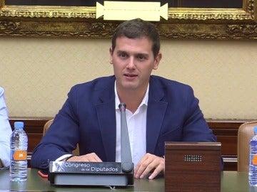 """Frame 7.219149 de: Rivera presume de que gracias a sus dos diputados no habrá que """"aguantar"""" a otro grupo independentista"""