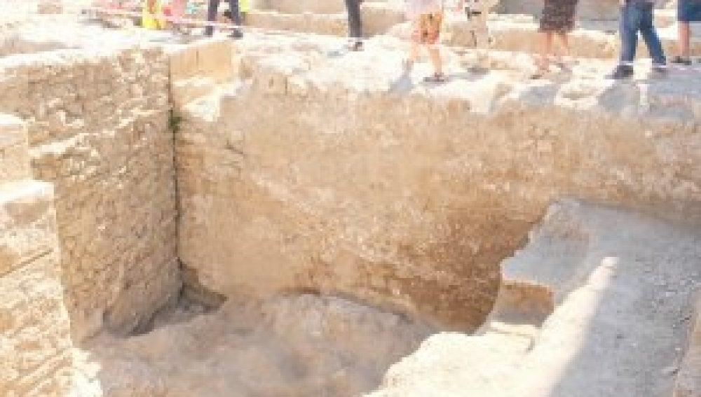 Descubren una muralla romana en una excavación en Tortosa