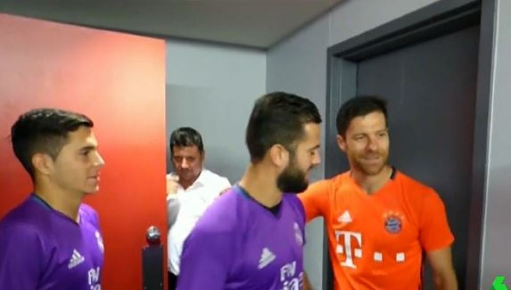 Xabi Alonso se reencuentra con sus compañeros del Real Madrid