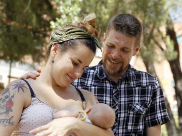 Ignacio Javierre y María Hernández, padres del recién nacido al que quieren llamar Lobo, tras enterarse de que el nombre de su hijo será permitido