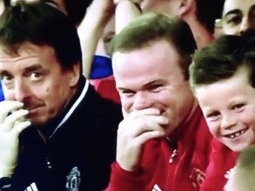 Rooney no pudo aguantarse las risas