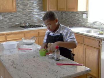 Jalen Bailey cocinando para conseguir dinero para comprar una casa para su madre